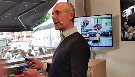 Harald A. Møller takker Solberg-regjeringen