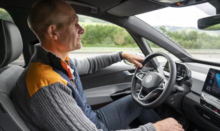 Reaksjoner på at Harald A. Møller kjører sitt eget løp - dette svarer Norges største bilimportør